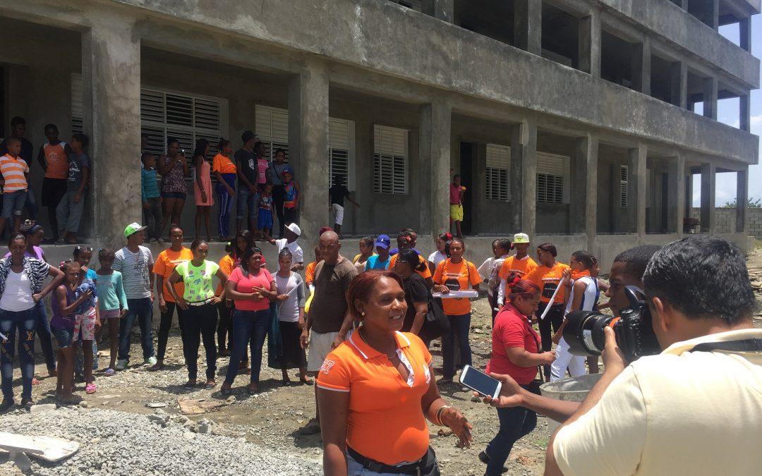 La directora regional de educación se compromete a apoyar el liceo de Guanito
