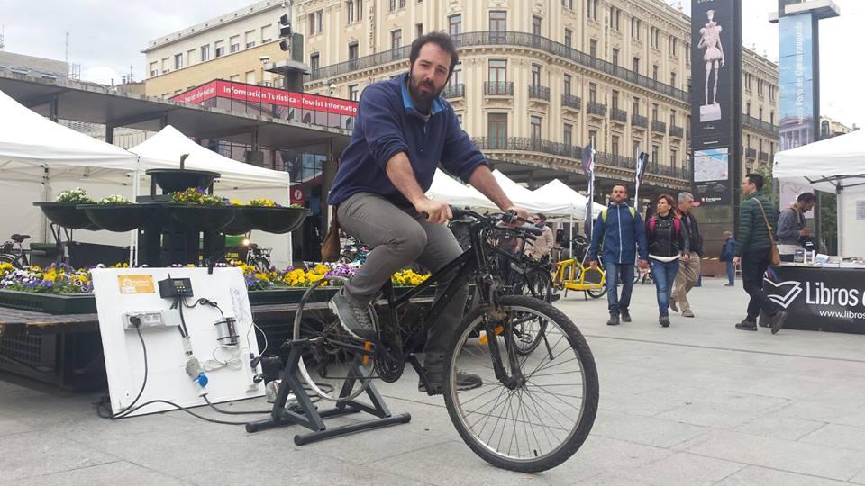 ¡Pedalea y carga tu móvil! ISF Aragón participa en el encuentro internacional 'Zaragoza la ciudad de las bicis'