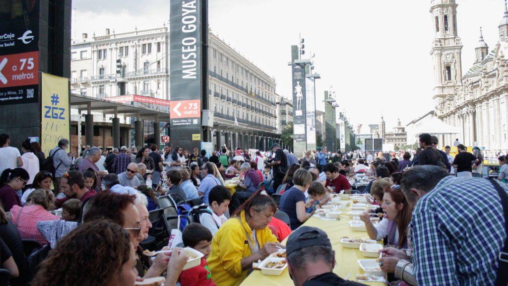 #ZgzNoTiraComida supera todas las expectativas con más de 6.400 raciones cocinadas en la Plaza del Pilar