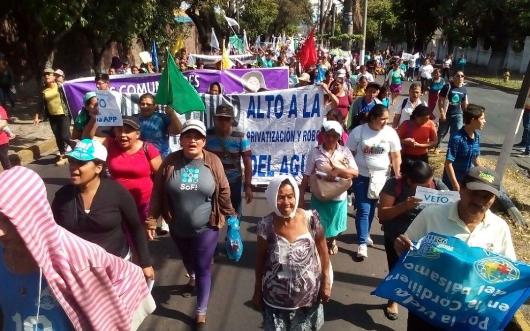 El poble salvadoreny es manifesta contra la privatització de l'Aigua