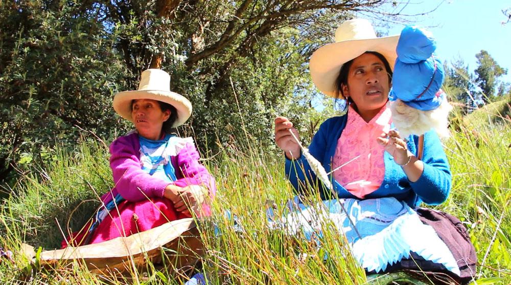 """""""Las Damas azules"""": Confrontant la mina a cel obert per teixir xarxes de solidaritat posant la vida al centre"""