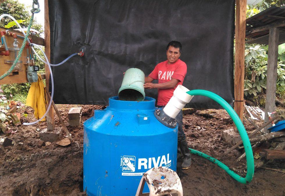 Biodigestors a l'Amazonia equatoriana per donar una nova vida als residus orgànics urbans