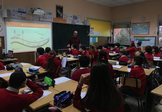 Talleres de Fracking en el Colegio Sagrada Familia de Herrera de Camargo