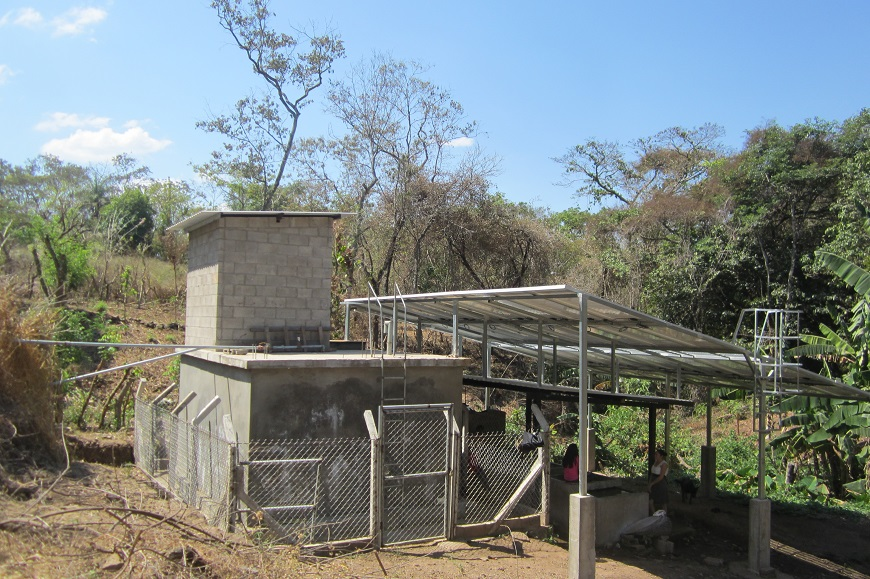 Eguzki-energiarekin sortutako ur ponpaketa El Salvadorren