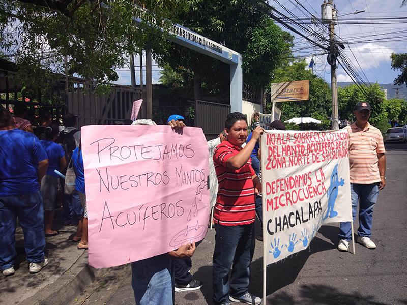 Comunidades salvadoreñas se plantan contra un proyecto urbanístico que amenaza su abastecimiento de agua